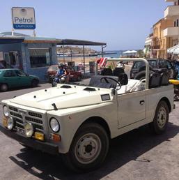 Auto, il Papa attacca preti che comprano ultimi modelli. E a Lampedusa userà Fiat Campagnola