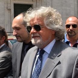 Grillo: «Paese sta saltando. Ho chiesto a Napolitano di andare in tv per dire verità agli italiani»