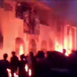 Bombardamenti sulla folla, a Tripoli centinaia di morti in piazza. Allerta nelle basi aeree italiane