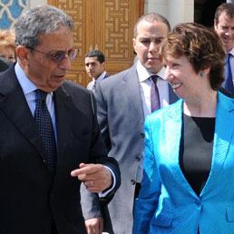 Ashton e Clinton al Cairo: proposto vertice Ue-Ua-Lega Araba. Nella foto Amr Moussa e Catherine Ashton (AP)