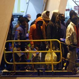 Lampedusa sbarchi clandestini (Afp)