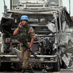 L'attentato contro i caschi blu italiani in Libano (Epa)