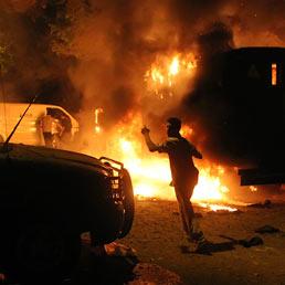 Egitto, dimostranti attaccano l'ambasciata di Israele