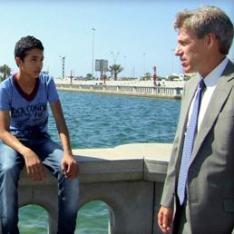 Christopher Stevens, ambasciatore Usa in Libia, parla con i ragazzi a Tripoli (Ap)
