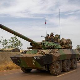 Un convoglio di soldati francesi nel Mali. (Epa)