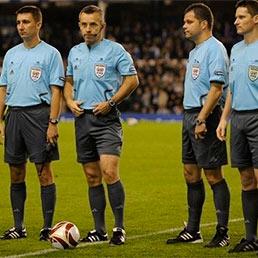 La Fifa ha deciso: 5 arbitri a Euro 2012