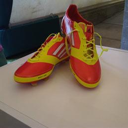 torta a forma di scarpa da calcio