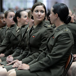 Alcuni ufficiali donna del corpo dei Marines (Epa)