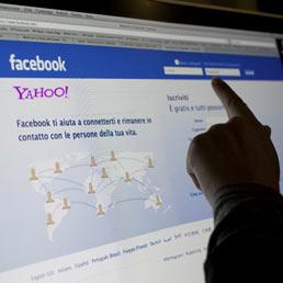 Facebook arriva a 901 milioni di utenti. Utile netto in calo del 12% a 205 milioni, fatturato + 45%