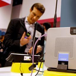 Cresce il rischio che si debba pagare un tecnico installatore patentato per montare apparati di rete più o meno comuni (Afp)
