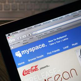 MySpace venduta per 35 milioni di dollari. Murdoch la comprò per 580 milioni