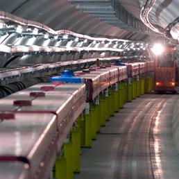 Uno dei tunnel con l'attrezzatura usata al CERN per l'esperimento con i neutrini