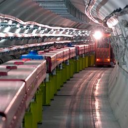 Contrordine: i neutrini non sono più veloci della luce. Nella foto l'acceleratore di protoni nel tunnel del Cern a Ginevra