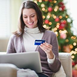 Lo shopping di Natale? Cinque milioni di italiani lo farà in Rete (Corbis)