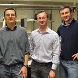 Il gruppo di ricerca del Politecnico di Milano: a sinistra a destra Giovanni Isella, Daniel Chrastina, Fabio Isa.