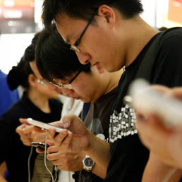 China mobile vicina ad accordo con Apple: presto offrirà l'iPhone ai suoi 667 milioni di clienti (Corbis)