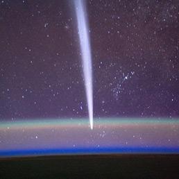 Una stupenda immagine della cometa Lovejoy passata nel 2011 all'emisfero Sud. La ripresa particolare è dalla Stazione Spaziale Internazionale