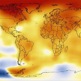 Le temperature del 2012 rispetto alla media degli ultimi 60 anni. La scala va dal blu, pi� freddo, al rosso mattone, pi� caldo