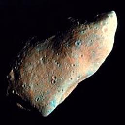 Gaspra, uno degli asteroidi meglio conosciuti. Ha comunque dimensioni enormi, una ventina di chilometri, rispetto ai 45 metri di quello che passerà vicino a noi il 15 Febbraio