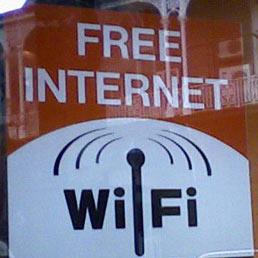 Wi-Fi libero, volàno per il business degli esercizi pubblici