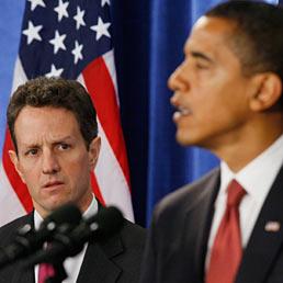 Gli Usa si interrogano su Pechino: svolta reale o solo di facciata?. Nella foto il segretario Usa al Tesoro, Timothy Geithner (a sinistra) a fianco del presidente Barack Obama (AP Photo)