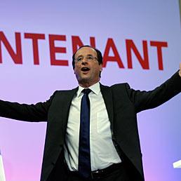 Francia, scrutini al 99%: a Hollande il 28,56%, Sarkozy ottiene il 27,07% . La destra di Marine Le Pen al 18,5%. Nella foto il candidato del Partito Socialista alle elezioni presidenziali francesi, Francois Hollande, ieri al termine del suo discorso a Tulle (AP Photo)