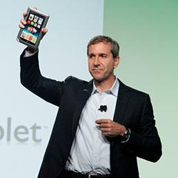 Barnes & Noble lancia il Nook Tablet. Un altro rivale per l'iPad?. Nella foto William Lynch, Ceo di Barnes & Noble