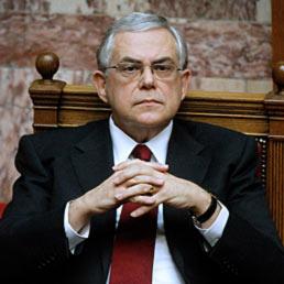 Non escludo nuovi aiuti alla Grecia. Nella foto il premier greco, Lucas Papademos (AFP Photo)