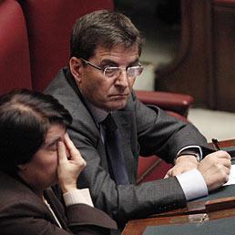 Berlusconi: un voto da paese civile. Bersani: la Lega darà spiegazioni. Determinanti i sei no dei radicali. Nella foto Nicola Cosentino all Camera durante la discussione sull'autorizzazione all'arresto del deputato (Ansa)