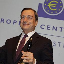 Mario, solo Lei può salvare l'euro. Nella foto Mario Draghi (AFP Photo)