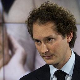 """Nella foto John Elkan durante un momento della trasmissione di Rai1 """"Porta a Porta"""" per i dieci anni della scomparsa di Gianni Agnelli (Ansa)"""
