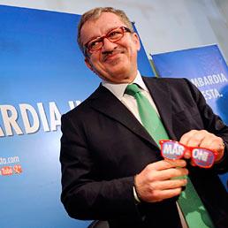 Nella foto il neo-governatore della Lombardia, Roberto Maroni, alla conferenza stampa nella sede della Lega in via Bellerio a Milano (Space24)