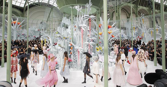 Il momento finale della sfilata  Chanel haute couture che si � tenuta il 27 gennaio 2015 scorso all'interno del Grand Palais