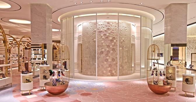 Lo shopping di lusso fa volare le vendite del gruppo arabo for Piani di lusso di una sola storia