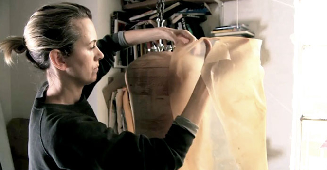 Suzanne e il tessuto di batteri. nella foto suzanne lee
