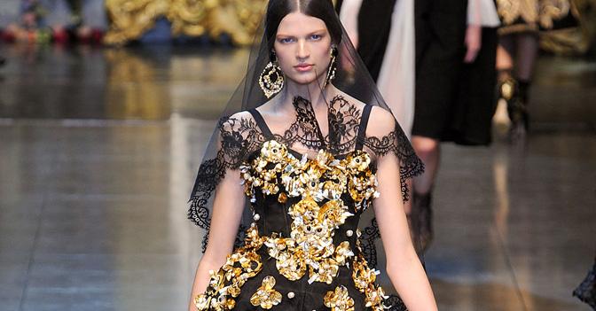 Un look della sflata Dolce&Gabbana per la PE 2013