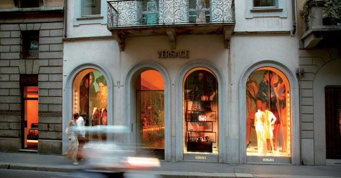 A milano un negozio in via montenapoleone da 800mila euro for Negozi tavoli milano