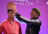 Pharrel Williams resta 'di cera' a New York