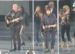 Baglioni Morandi, mini concerto sotto la pioggia a Roma