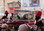 Oltre 20 mila persone alla processione per San Pio