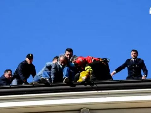 Sanremo, minaccia di buttarsi dal tetto