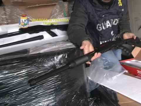 Trieste: sequestrati 800 fucili a pompa in arrivo dalla Turchia