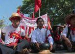 Birmania, studenti accerchiati da polizia in un monastero