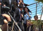 Pina Picierno col pancione cade vicino a Renzi, il video