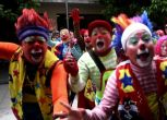 Nasi rossi e scarpe lunghe: il festival dei Clown in Guatemala