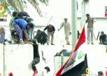 Iraq, migliaia manifestanti penetrano nella Zona Verde a Baghdad